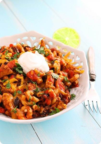 Skillet Chicken Chili Mac – Spice up dinnertime with this easy, scrumptious chicken chili mac made in one skillet in just 30 minutes! | thecomfortofcooking.com