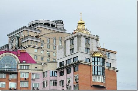 В Киеве строят церковь на крыше жилого дома