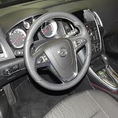 2013-Opel-Astra-Sedan-4.jpg