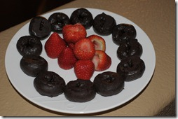 Donettes and strawberries