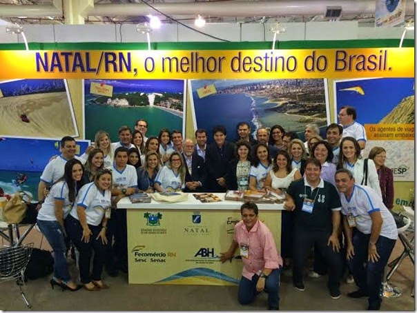 governador junto ao trade no estande do rn