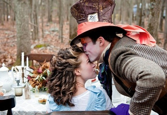 Alice-In-Wonderland-Wedding-6-580x386