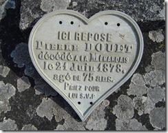 De la tombe de P.Douet il ne reste que la plaque