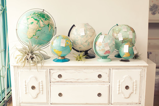 Vintage globes, in a beachy, sun-faded palette, were used for the escort-card display.