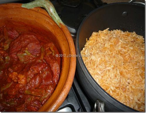 Srvelo con arroz rojo o blanco