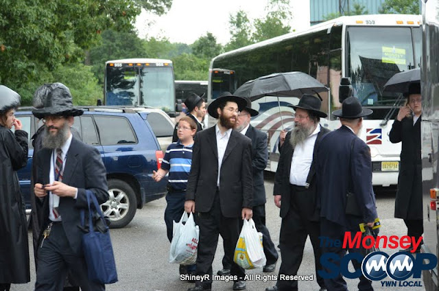 Loading the Buses in Monsey for the Siyum HaShas In MetLife Stadium (Meir Rothman) - DSC_0015.JPG