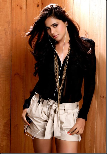 Sameera Reddy New Photoshoot (3)