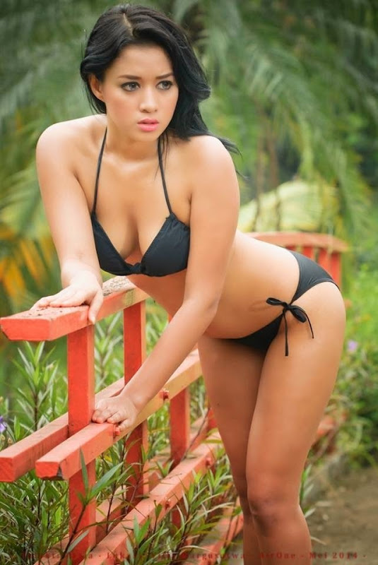 Koleksi Bikini Syur Tasia Deti Bugil