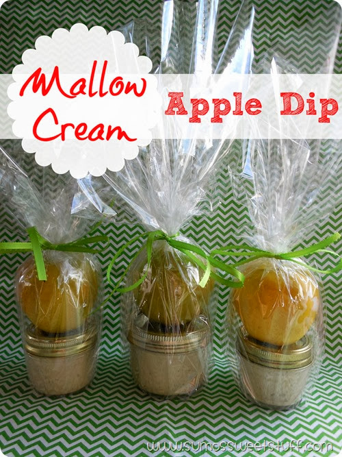 Mallow Cream Apple Dip at www.sumossweetstuff.com - This dip is only 3 ingredients, and so tasty! Perfect for fall! #recipe