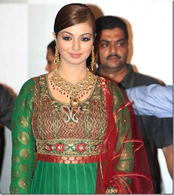 Ayesha-Takia-Kundan-Choker