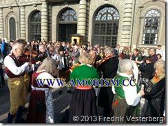 20130915_162142 (1)  Kung Carl XVI Gustaf 40 årsjubileum. Spelmän Yttre borggården. Med amorism