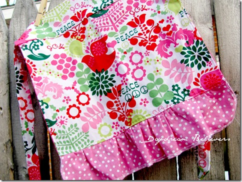 holiday aprons for moms and daughters