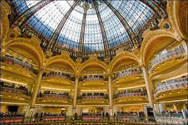 المتاجر في باريس