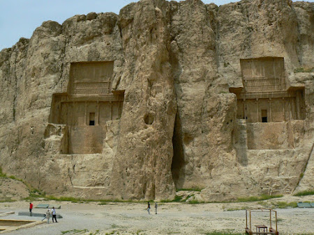 Things to see in Persepolis: Royal Parthian Graves