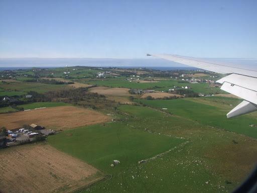 Flott flyvær over fjellet og inn over det flate Jærlandskapet.