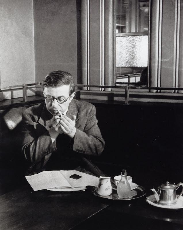 Sartre au Café de Flore 1944, Brassaï.jpeg