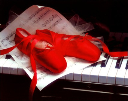 _ballet_shoes_on_piano_posters_256731_t0 - copia