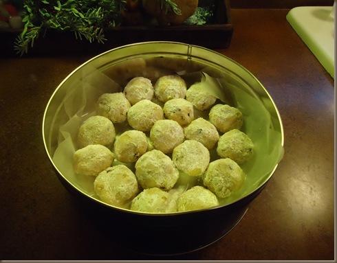 Pecan Cookies in tin