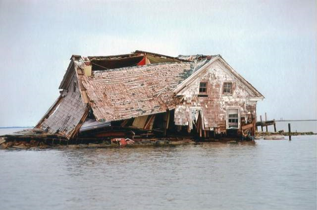 This house, which is now completely underwater, was once inhabited and on dry land. Rising sea level is a reality that many who live in coastal areas will have to come to terms with in the near future. Photo: Delmarva Now