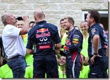 Sebastian Vettel festeggia la vittoria ad Austin
