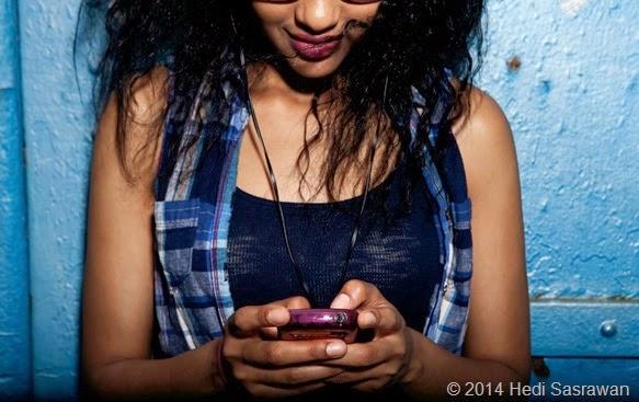 5 Cara SMSan Pertama Kali sama Kakak Kelas yang Disukain