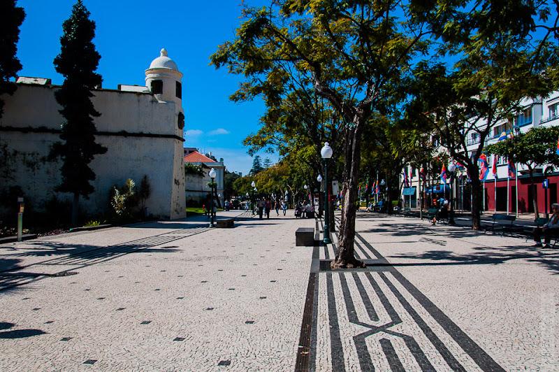 150. Февраль. Мадейра. Фуншал. Улочки города. Тротуары.