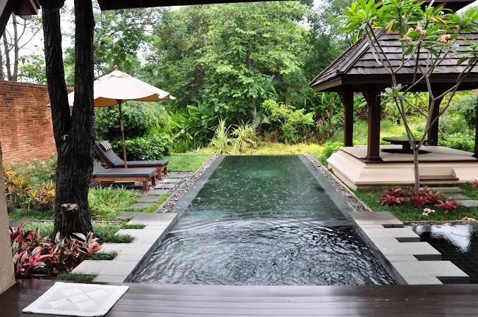 Imagini Thailanda: Piscina privata la una dintre vilele din Four Seasons Hotel Chiang Mai, Thailanda