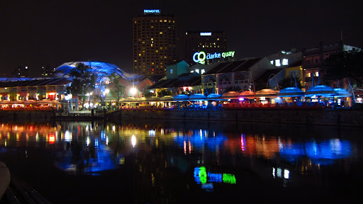 At night, the Singapore River comes to life with stylish bars and restaurants.
