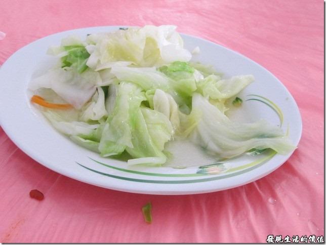 南投-鄉村甕缸雞。《炒高麗菜》,NTD80,推測這高麗菜應該是清晨採收的,因為很甘甜,不過就是有點小盤,如果可以再加上一點點辣椒拌炒,應該會更香甜。