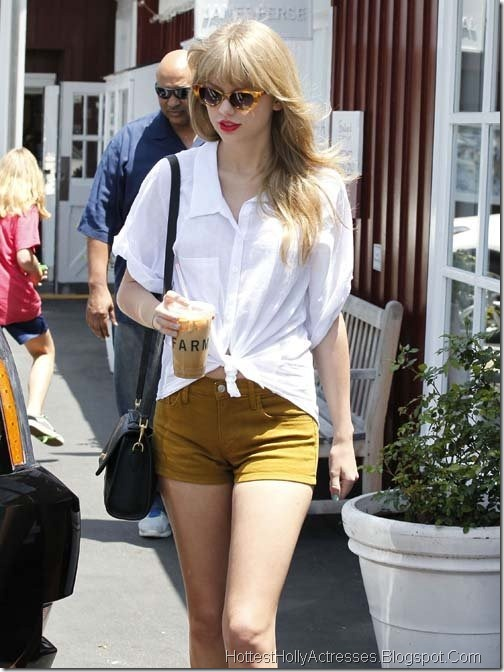 Taylor Swift Latest Pics in Short Jeans 4