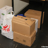 Inzameling voedsel voor Paaspakketten Voedselbank bij RK kerk - Foto's René Harms