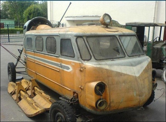 Vintage_Russian_Snowmobile_01