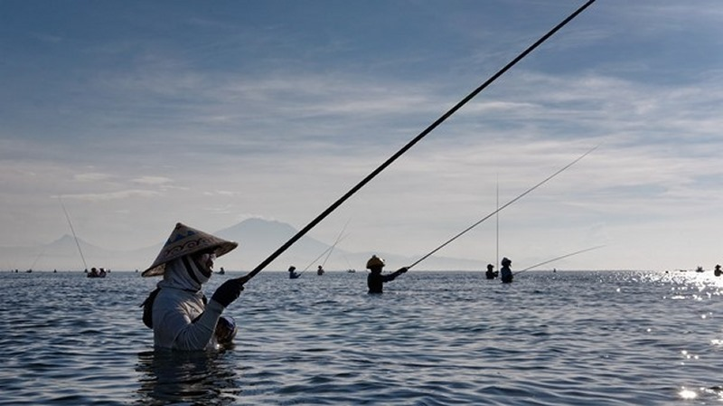 Waking up with the fishermen