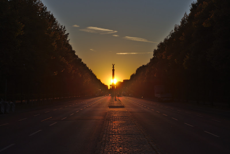 Sunset over the 17 Juni boulevard, Berlin, Germany.