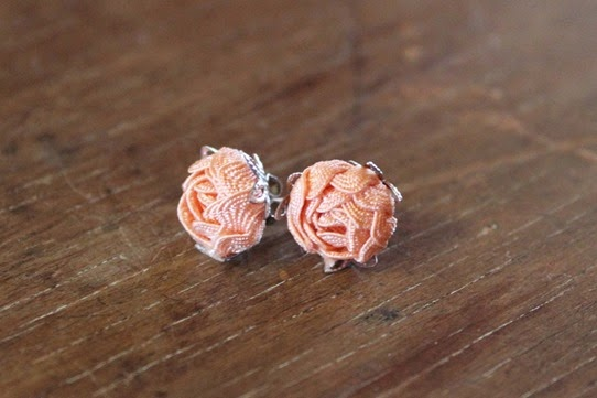 Ric-rac rose bud earrings - How To Make Ric-Rac Rose Jewelry | Lavender & Twill