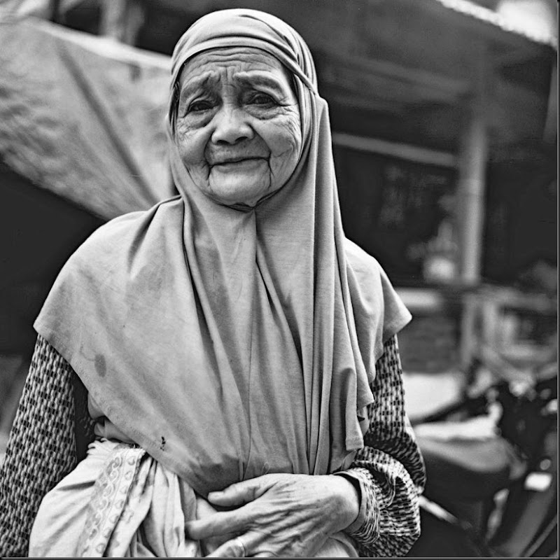 Portrait of an elderly Muslim woman inside the Islamic complex in Quiapo, Manila. Most of the Muslims in Manila hail from Mindanao provinces, where Islam is the main religion. Seen as fervently religious, feared and avoided, most Muslims in Manila are also branded as peddlers of pirated media and fake goods.