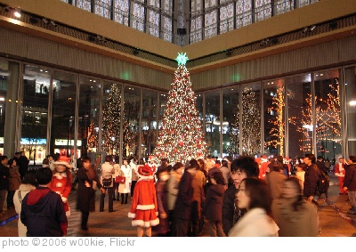 'christmas tree in marunouchi' photo (c) 2006, w00kie - license: http://creativecommons.org/licenses/by/2.0/