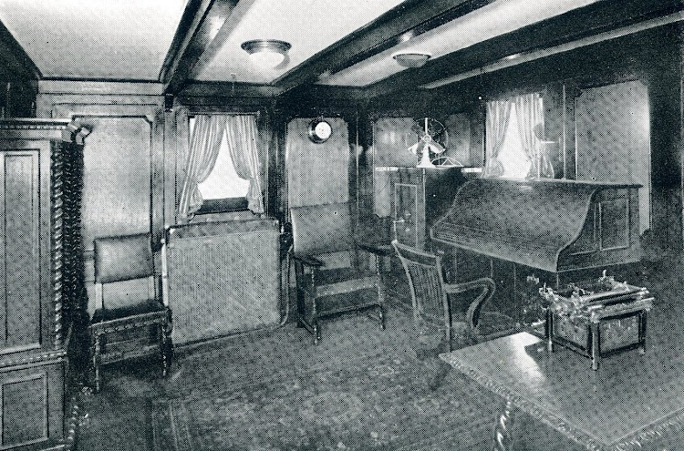 CAMPOMANES, salón del Capitán. THE MOTOR SHIP. Julio de 1932.JPG