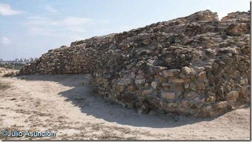 Bastiones de la fortificación fenicia de Cabezo Pequeño del Estaño - Guardamar del Segura