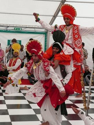Танцы сикхов на Victoria square