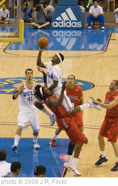 'UCLA vs Arizona' photo (c) 2009, J R - license: https://creativecommons.org/licenses/by/2.0/