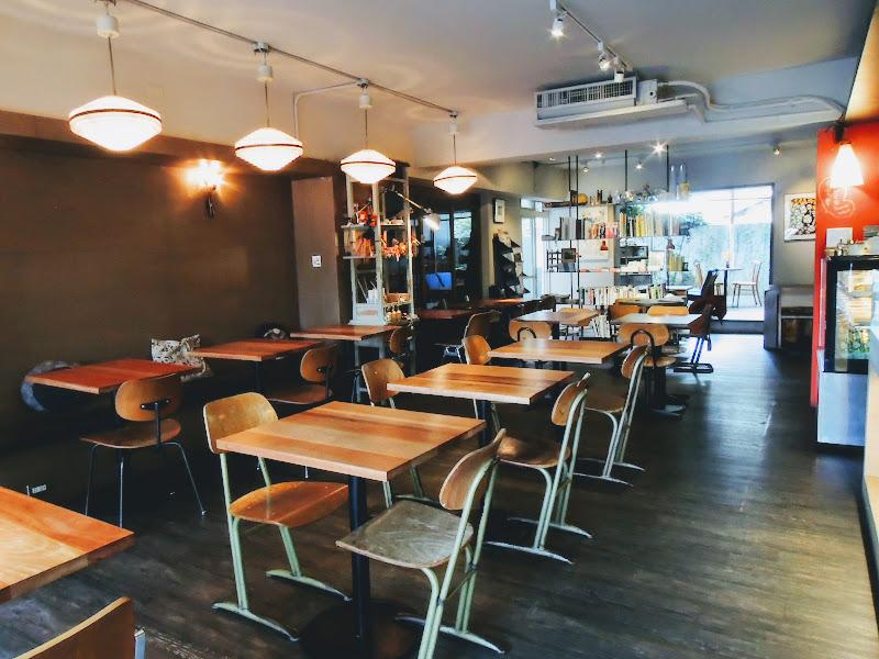 學校咖啡館 EcoleCafe' 裡面.jpg