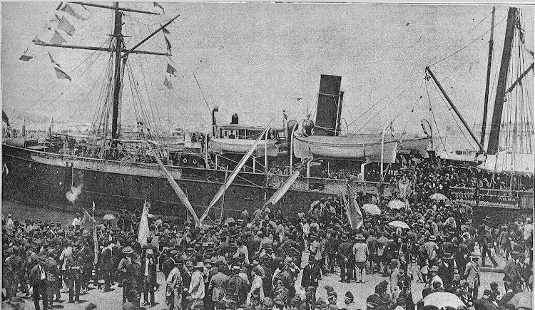 Vapor BELLVER. Embarque de coristas catalanes en el puerto de Mallorca. LA ILUSTRACION ARTISTICA. 20 junio 1892. FOTOTECA DEL PATRIMONIO HISTORICO.jpg