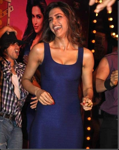 Deepika-Padukone-at-Desi-Boyz-Music-Launch-2