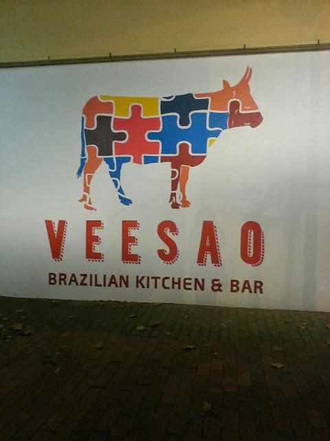 Adelaide, Veesao, Signage