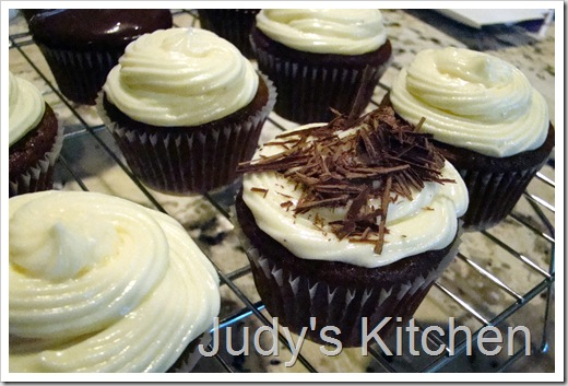 choc cupcakes w wh choc cr ch frosting (2)