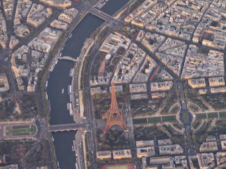 Declansam povesti: Imagine Turn Eiffel din avion