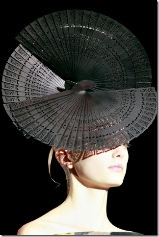 Armani Privé Fall 2011 X Philip Treacy (9)