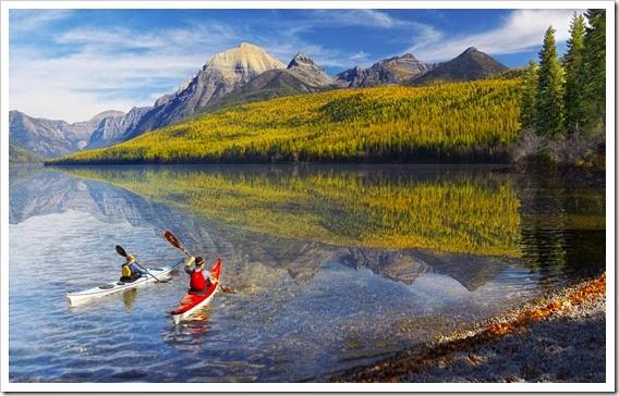 kayaking_around_the_lake