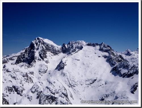 Arista NO y Descenso Cara Oeste con esquís (Pico de Arriel 2822m, Arremoulit, Pirineos) (Isra) 9438